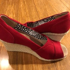 Tom's women's red canvas wedge size 7.5